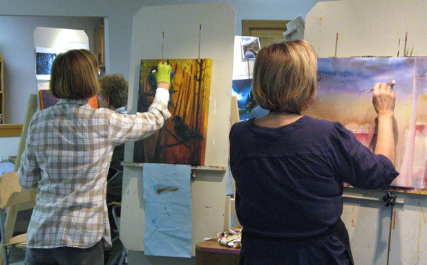 Students at the easel in the Mirja Vahala Art Studio